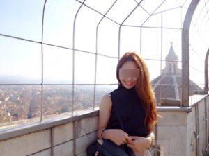 海外旅行のOL女性